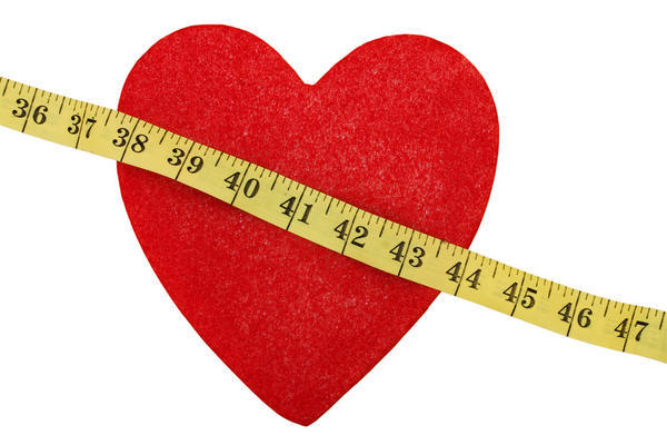 In what ways are the concentrations of LDL and HDL associated with the risk of heart disease?
