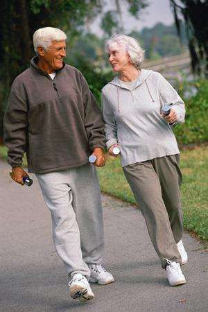 What would experts say about age of the oldest recipient of a full knee replacement?