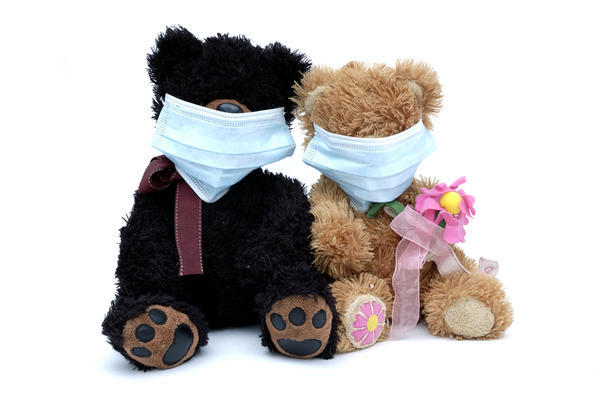 What do experts consider effective ways to ease the symptoms of the common cold?