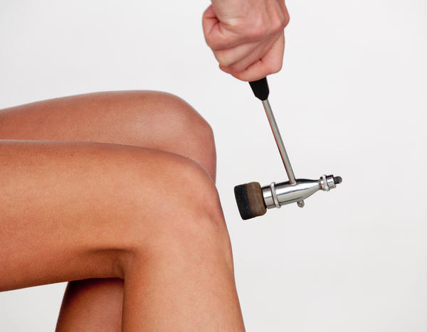 How do you get rid of water on the knee?