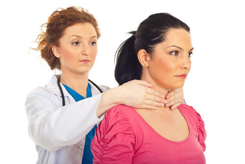 What are the symptoms of defects in thyroid gland function in adults?