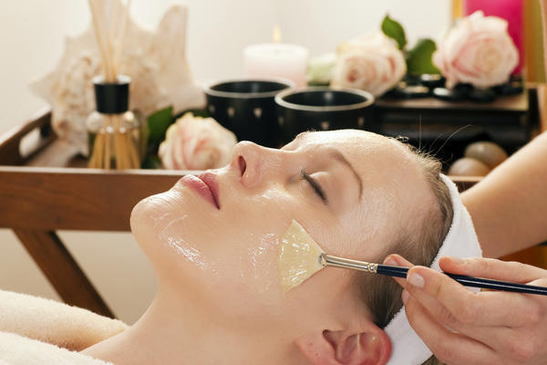 Can the substances used for chemical peel penetrate into the blood? I would like to have a chemical peel procedure to smooth wrinkles around the mouth and achieve a healthier skin look. Is there a risk of the substances used penetrating into the blood cir