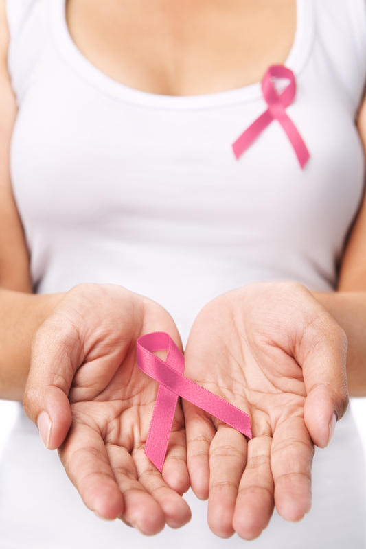 What are the early symptoms of breast cancer?