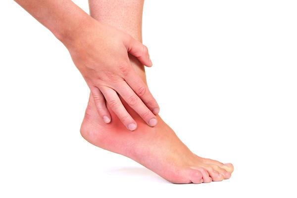 What are the causes of swelling of the ankles and feet?