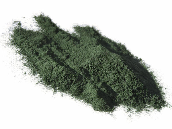 What health benefits are associated with spirulina, and are there different types?