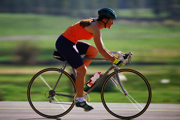 Which burns more calories biking or jogging?
