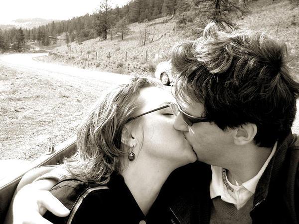 Infectious mononucleosis = kissing disease?