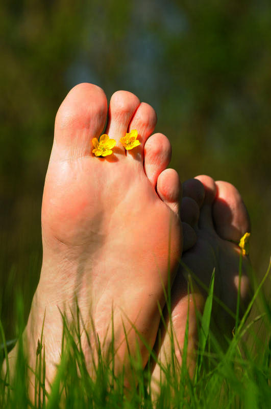 Which type of doctor would be best to help a diabetic person close a wound on their foot?
