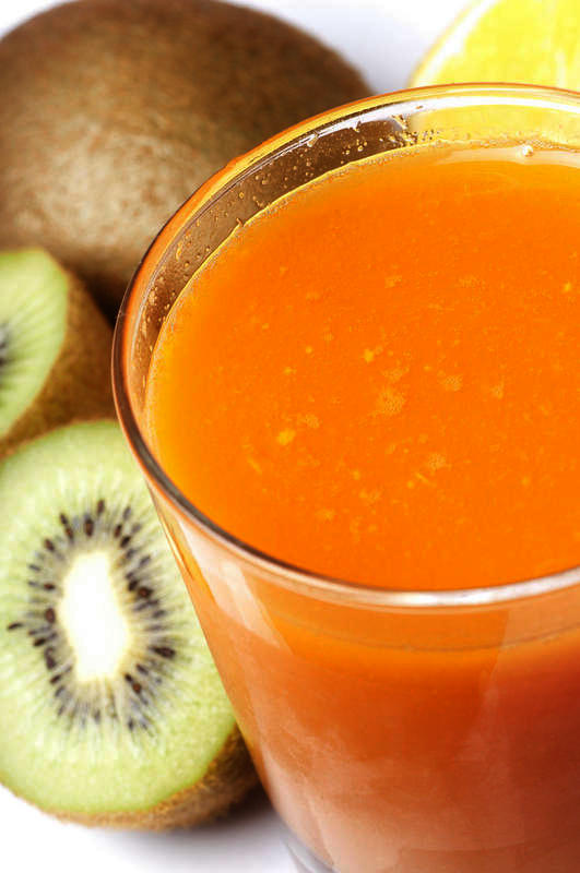 What are the benefits of drinking carrot juice daily?