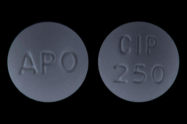 How long do you have to wait before you can eat after taking a ciprofloxacin pill?