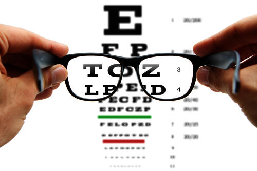 What is better contact lens or spectacles?