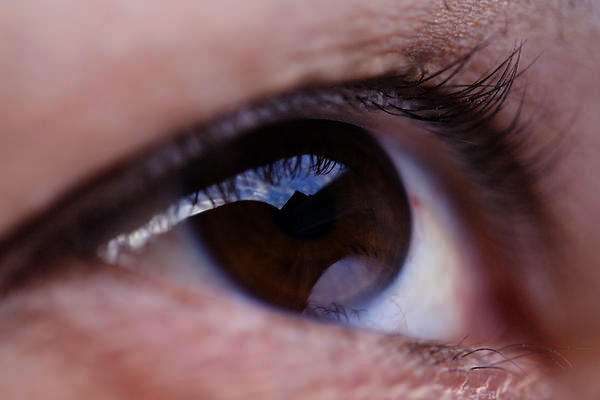 How long should your eyes stay dilated after an eye exam?