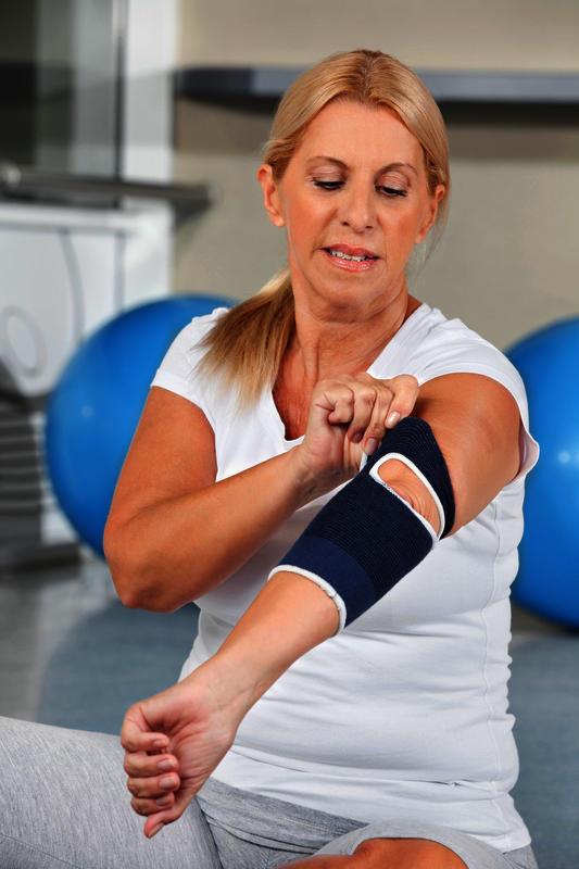 I had cts rels 9 weeks ago, my arm, hand, elbow is swollen, & hurts, I was inj with cortisone today for tennis elbow, & still in pain, what else is wrg?
