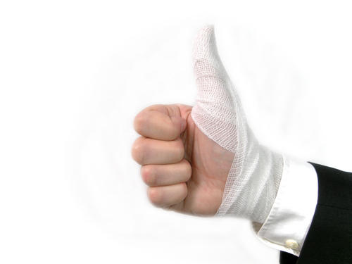 Should you sleep in a thumb cast?