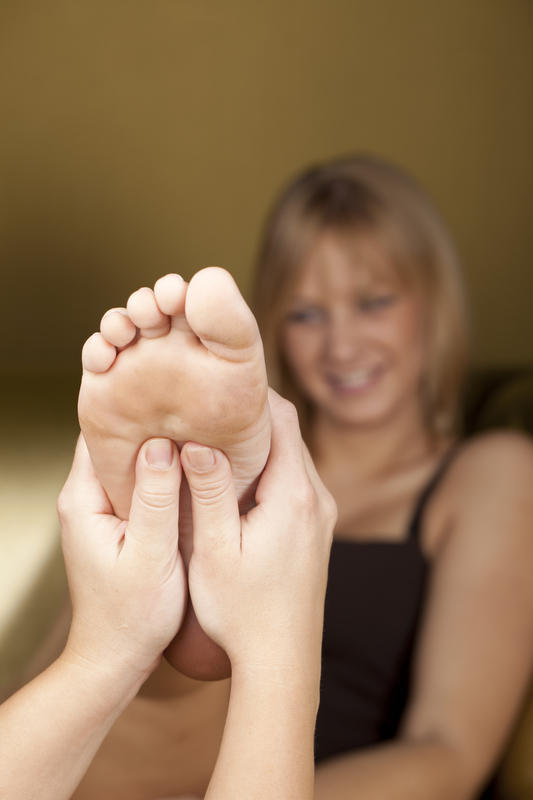 What disease does itching feet indicate?