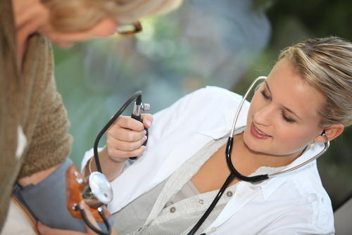Do family physicians have the responsibility to check functionality of vital organs of patients?