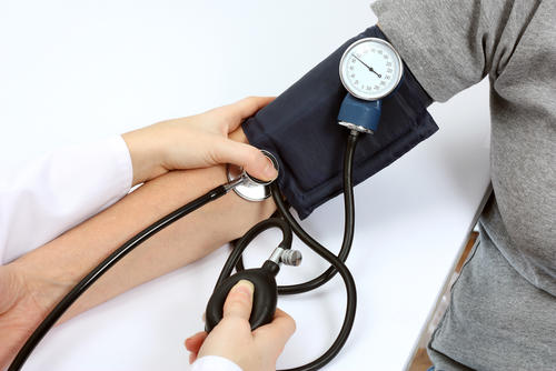 What's the symptoms of blood pressure to high or to low?
