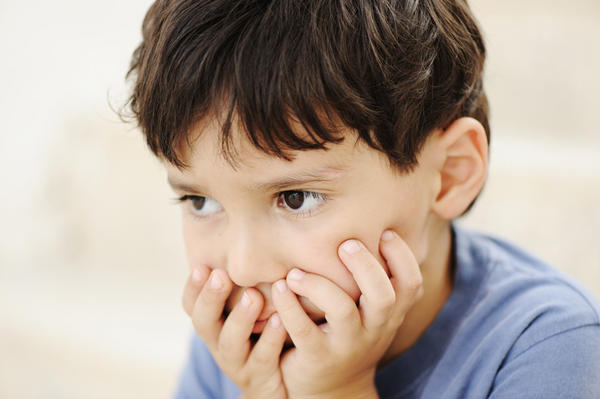 What are the signs and symptoms of a child with autism?