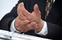 What are some of the symptoms of carpal tunnel?