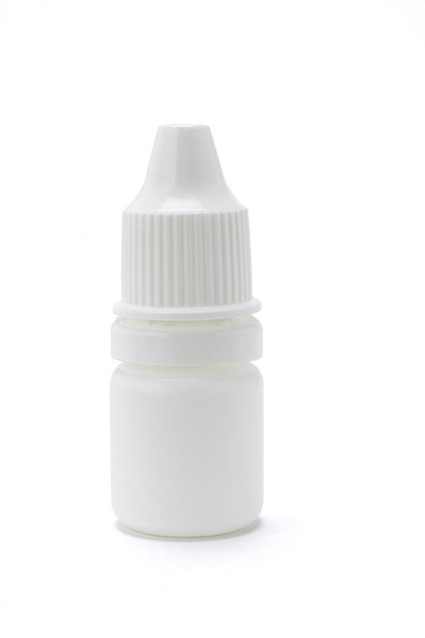 What are the differences between tobradex (tobramycin and dexamethasone) and tobrex eye drops?