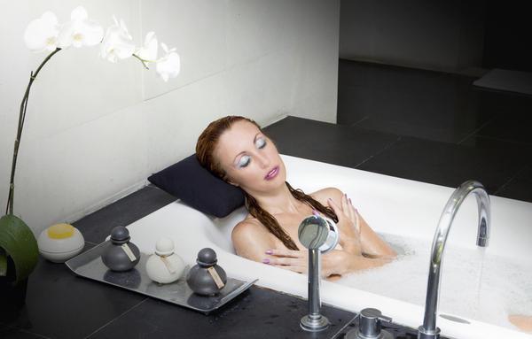 I've heard pregnant women can't take warm/hot baths, is this true?