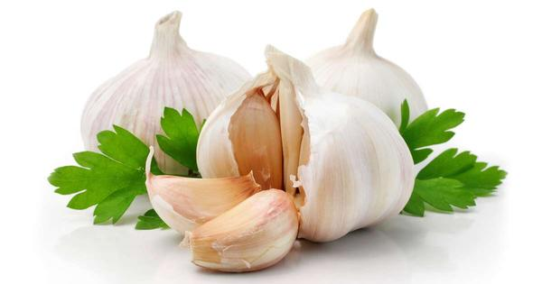 How come when I eat garlic I get stomach pain followed by bad gas? Do I have a type of intolerance?