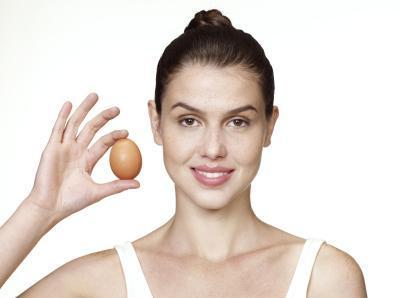 Hi! Some people say that eating eggs makes ur body temp high which increases pimples. Is it true? If yes, is it the egg yolk or the egg whites fault?