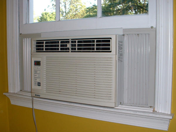 Does air conditioner effects on laryngitis?