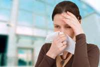 Does a cold also cause an itchy nose including sneezing, nasal congestion, cough, sore throat, and body aches?