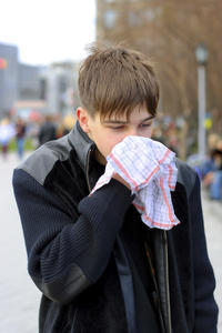 Smell a strange odour because of sinus, normal?
