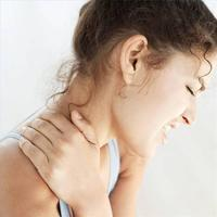 What are the symptoms of a stiff neck?