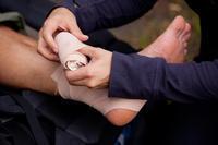 How do you help heal a leg ulcer?