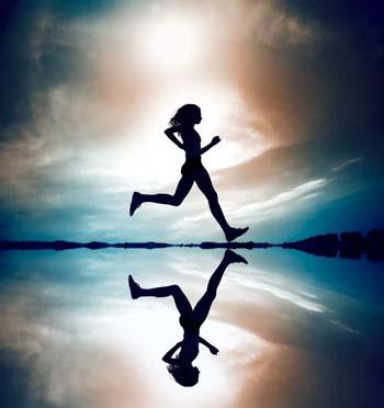 In order to lose weight while running, is it best to sprint then walk in intervals?