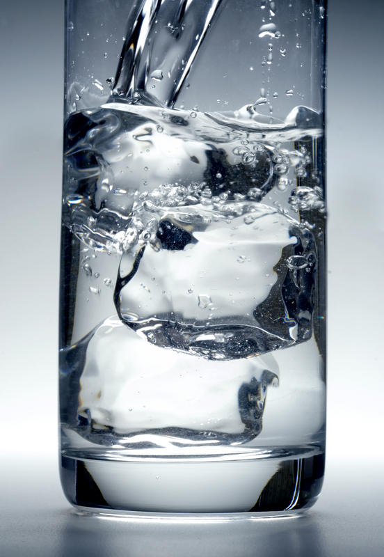 Does drinking water at night before sleep causes bloating?