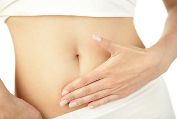 Who treats women pain in lower right abdomen?