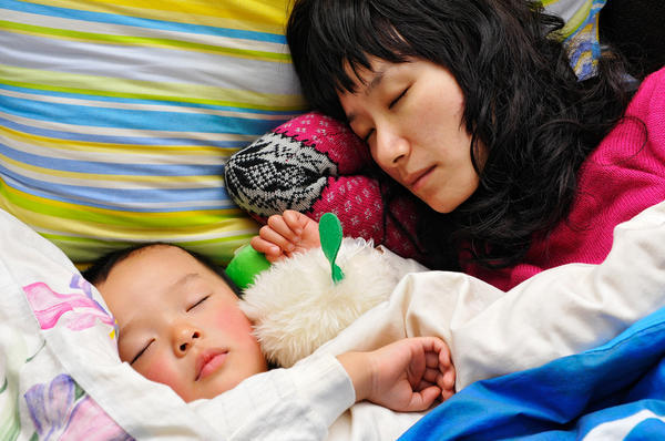 Can i sleep with my baby in family bed?