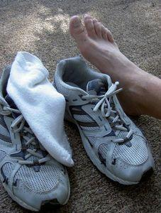 What can cause numbness in feet while working out?