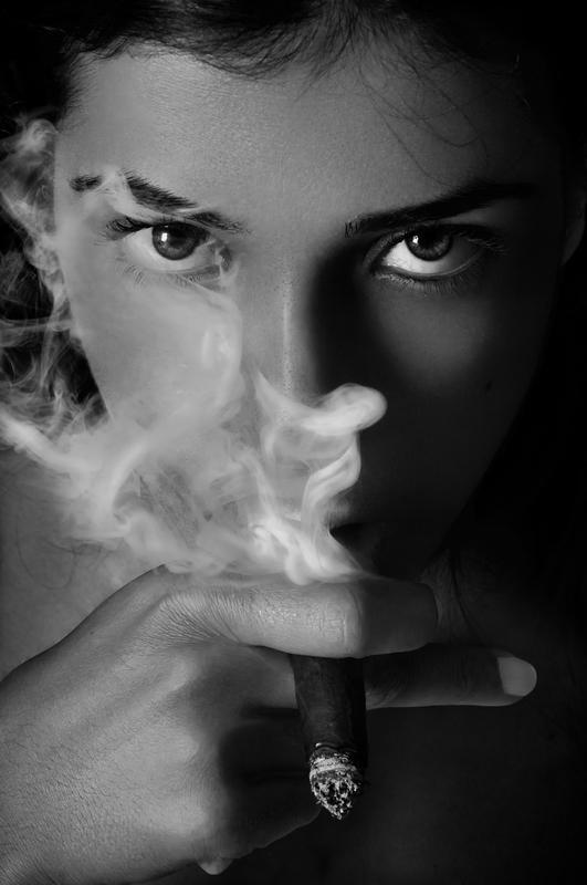 How can a man get pregnant girlfriend to stop smoking?