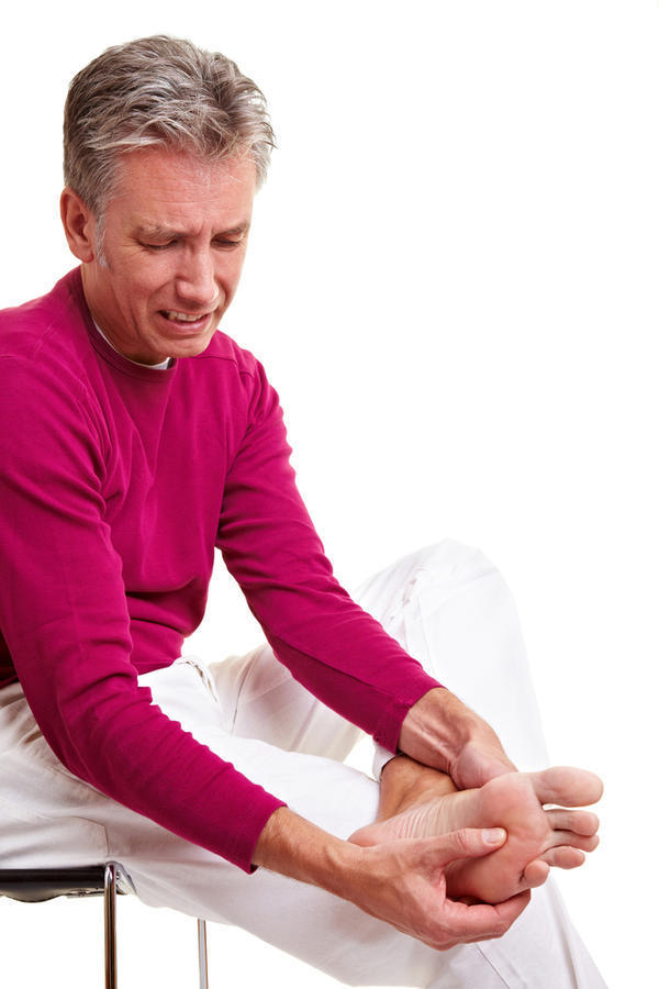 What are possible causes for swollen ankles?