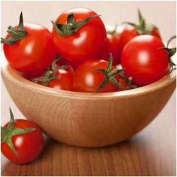 What is the effect of lycopene in tomatoes?