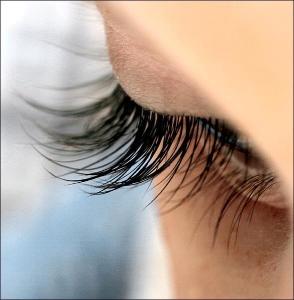 Do men have longer eyelashes than women?
