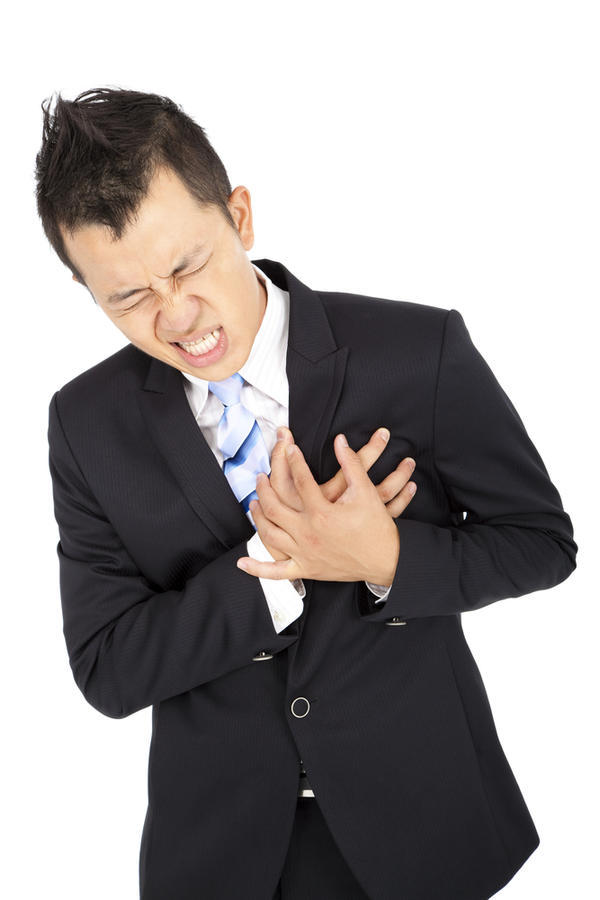 Is it possible to distinguish long lasting (several 30 minutes periods in 3 days while resting) mild chest pain over the heart for anxiety patients?