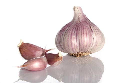 Can consuming garlic help preventing gastrointestinal disorders and lower cholesterol levels?