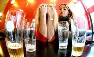 Whar are the clinical manifestations of excessive alcohol consumption ?