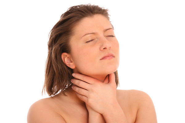 How can I get my throat to stop hurting from an allergic reaction?