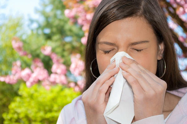 What natural treatments do you recommend for allergic rhinitis?