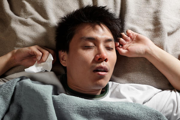 Is there a relationship between sleep apnea and feeling dry where the nostrils open into the mouth?
