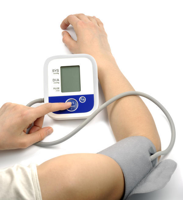 I am experiencing severe leg edema, is this a common symptom of pulmonary hypertension?