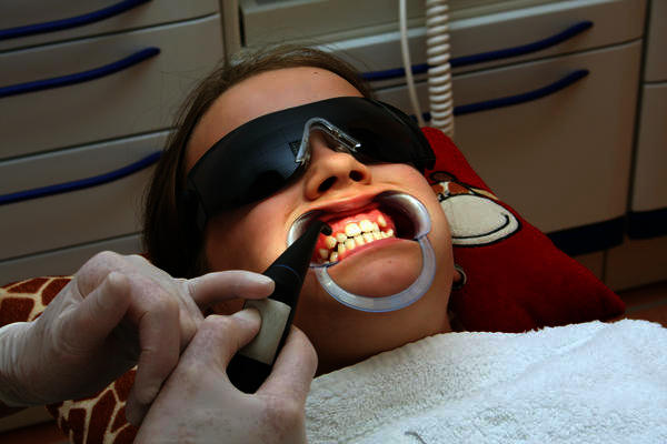 Do you have to see an orthodontist to get retainers / teeth straighteners?