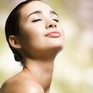 Can liposculpture be done under the chin? Can liposculpture safely be used to reduce fat under the chin?